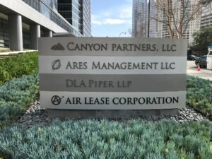 Tenant panels in a monument sign